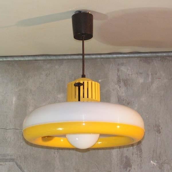 Deckenlampe aus Kunststoff....