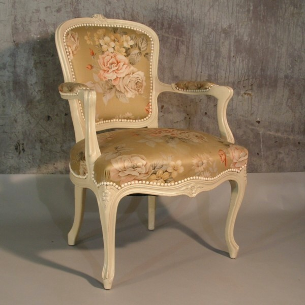 Shabby chic. Armchair in...
