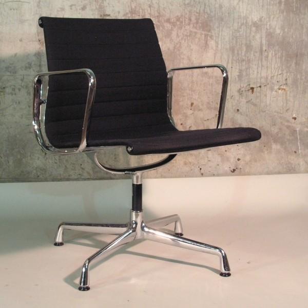 Charles Eames: Aluminium...