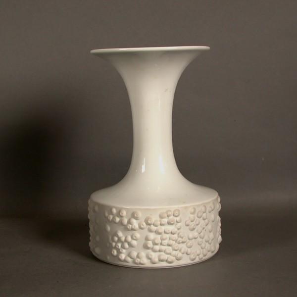 Vintage. Porcelain vase....