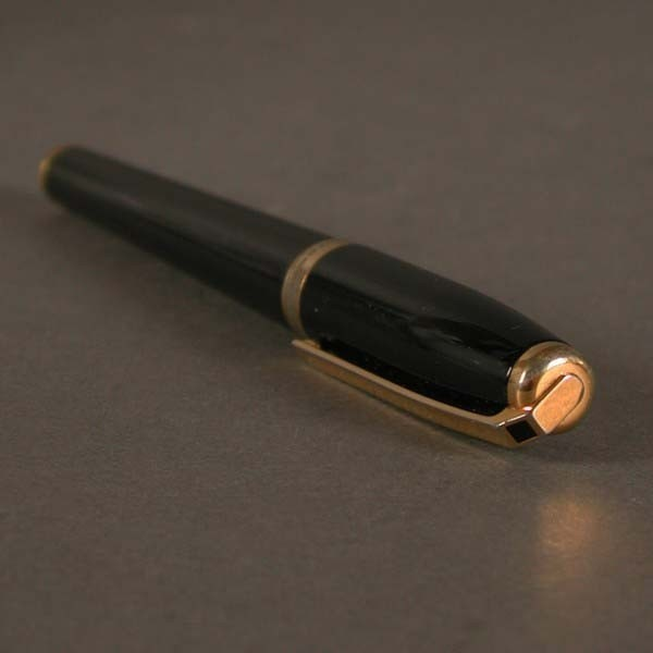 Fountain pen. S.T. Dupont....
