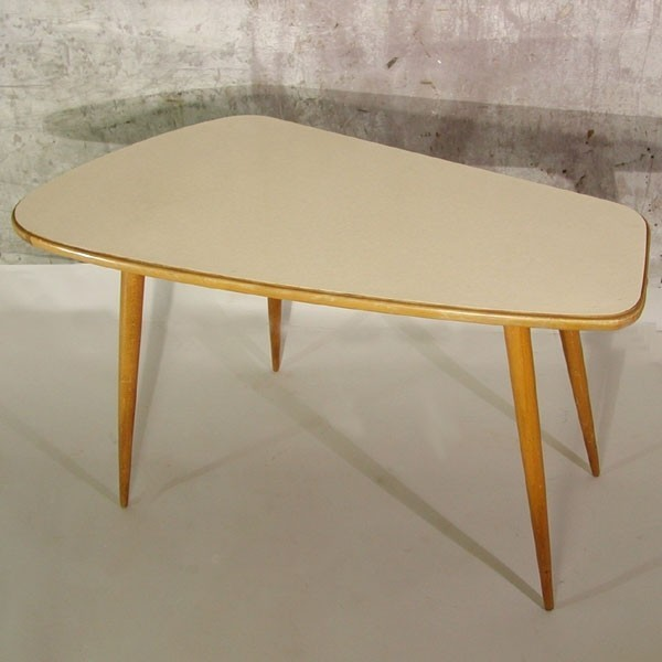 Kidney-shaped table. 1950 -...