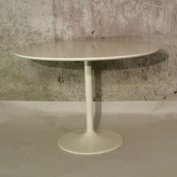 Opal tulip table. Saarinen...