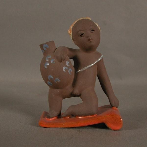 Pottery figure. Majolika...