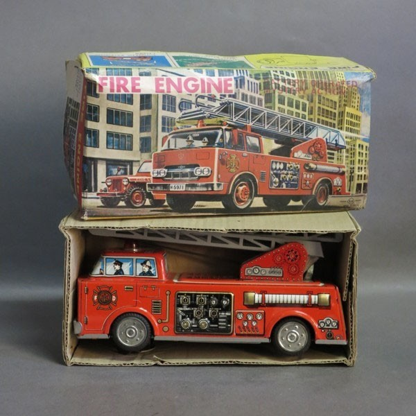 Rar. Tin toy fire truck in...