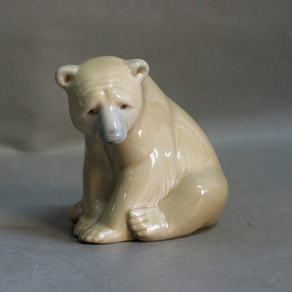 Bear seated. Lladro...