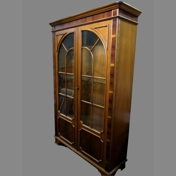 Cabinet showcase with two...