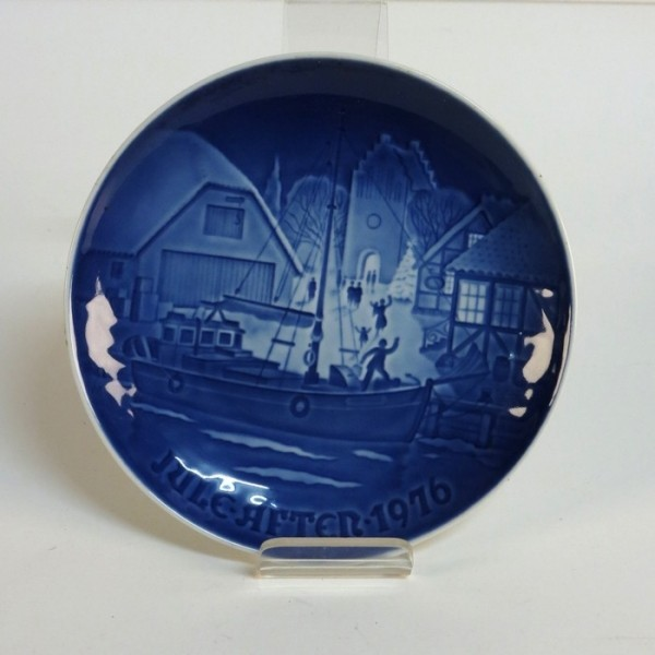 Porcelain collecting plate....