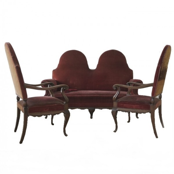 Sofa with two armchairs....