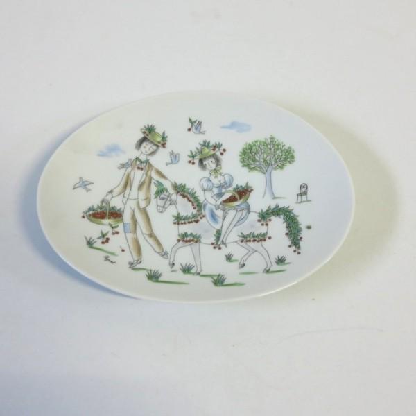 Porcelain plate. Reymond...