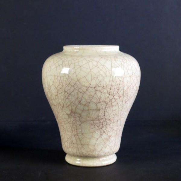 Ceramic vase from Majolika...