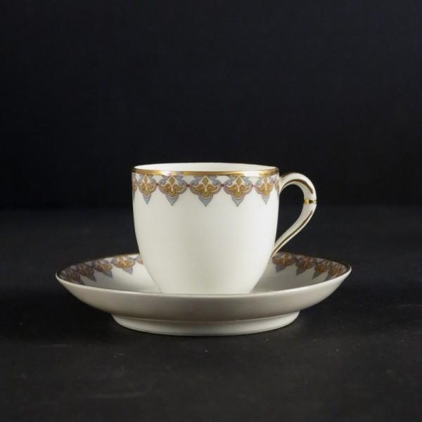 Art Nouveau. Taza con plato...