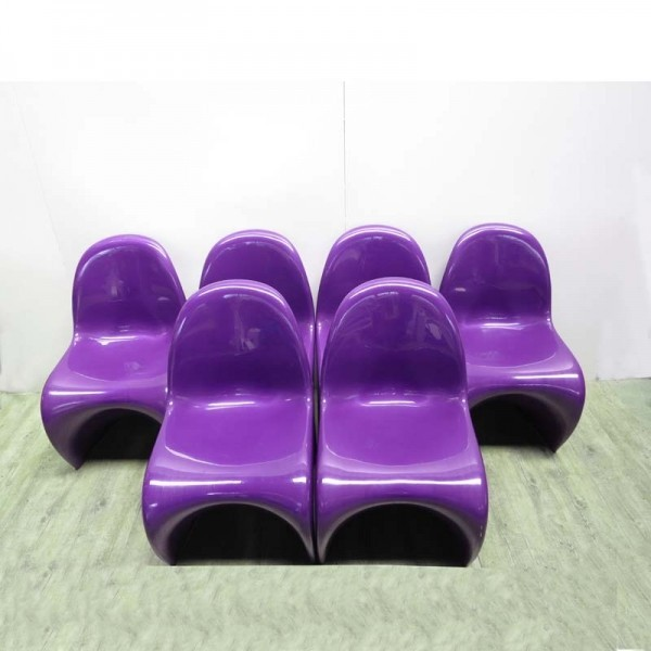 Six Purple Panton chairs....