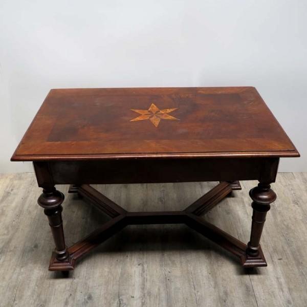 Antigua mesa de madera....
