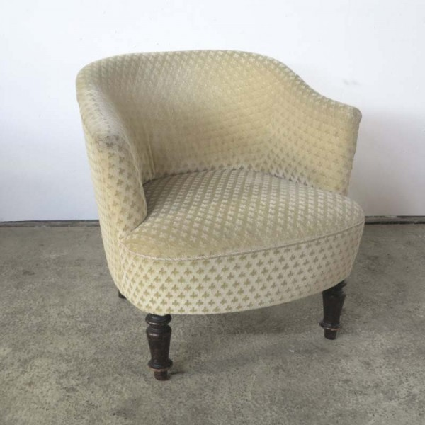 Antique armchair with fleur...
