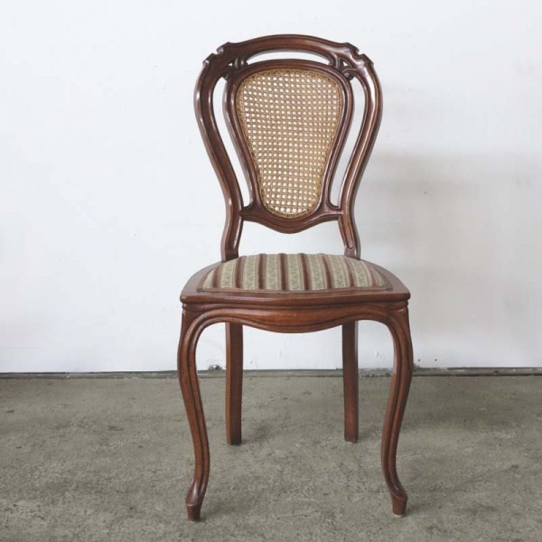Antiker Stuhl mit der...