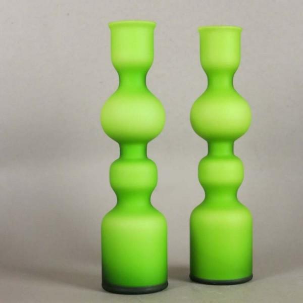 Dos floreros de cristal...