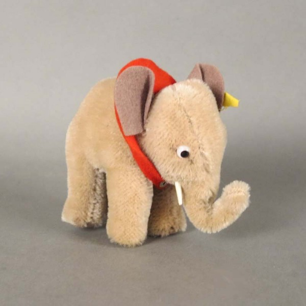 Steiff elephant with button...