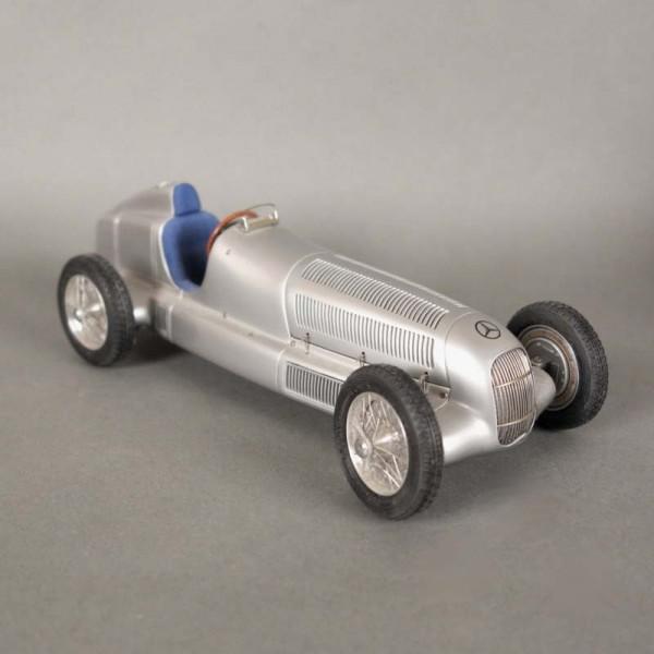 Mercedes W 25. Coche de CMC...