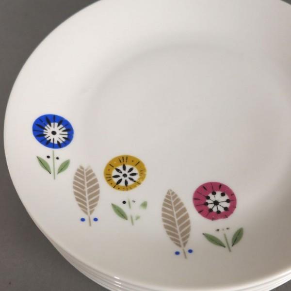 Six vintage porcelain...