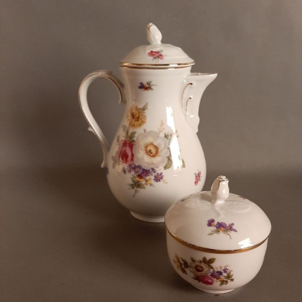 Porcelain coffee pot and...