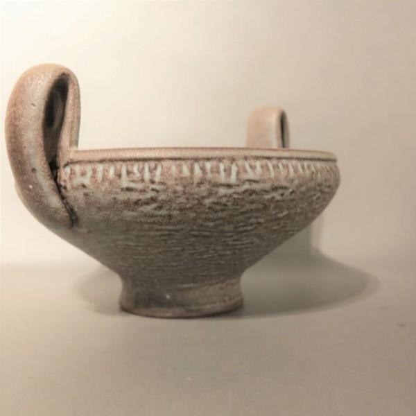 Fuente con asa de cerámica...