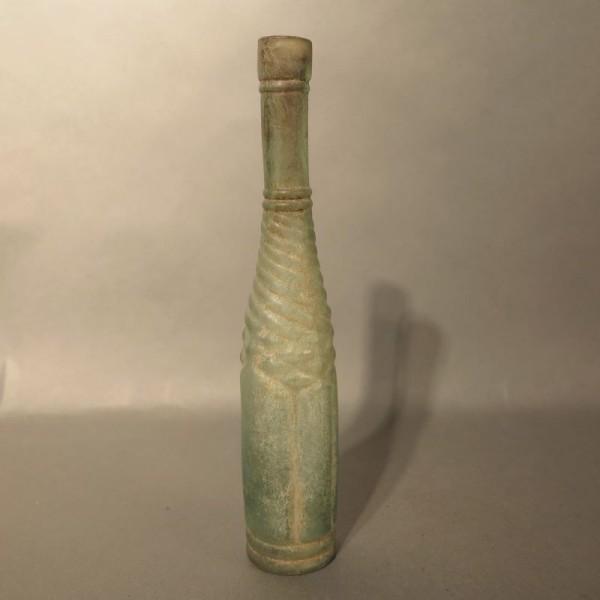 Botella de agua mineral de...
