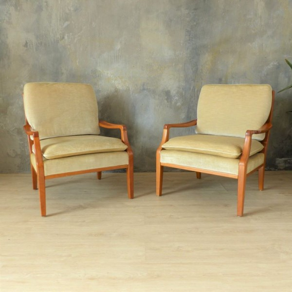 Mid-Century Lounge Chairs....