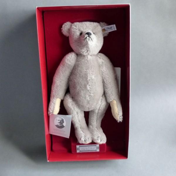 Replica. Steiff teddy bear...