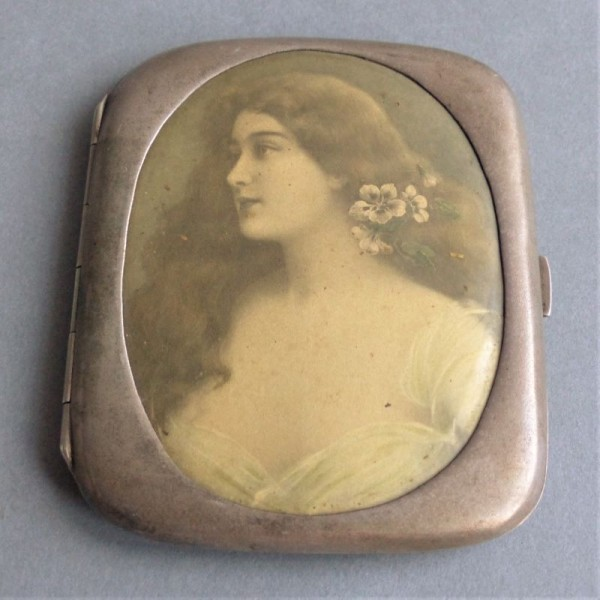 Art Nouveau cigarette case....