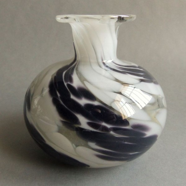 Glass vase by MTARFA Glass...