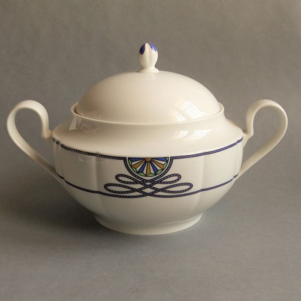 Porcelain soup tureen Grace...