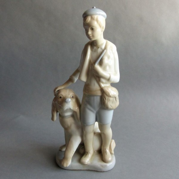 Figura de porcelana niño...