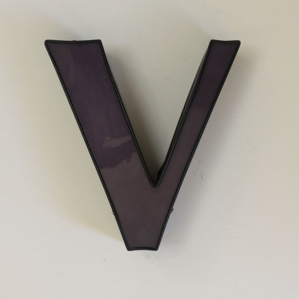 Vintage. Buchstabe - V -...