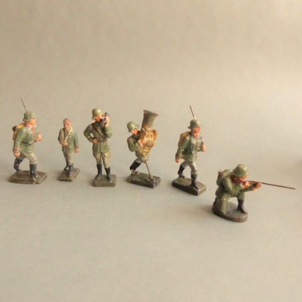 Six toy figures soldiers...