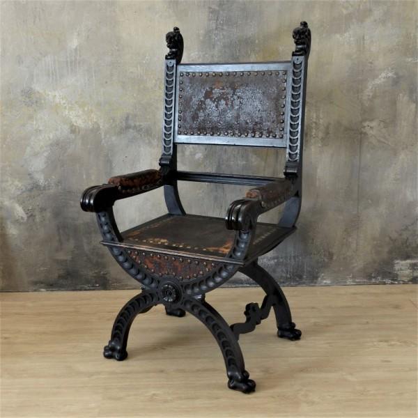 Antigua silla tallada....