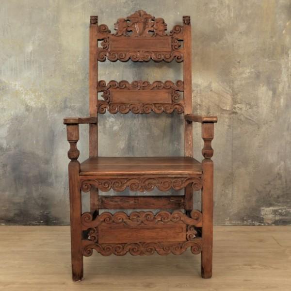 Antigua silla tallada. 1850...