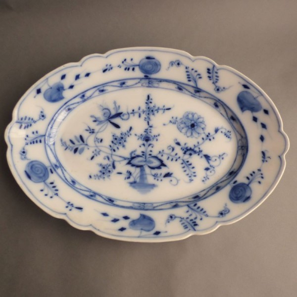 Porcelain serving plate by...