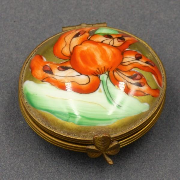 Small Art Nouveau porcelain...